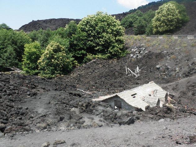 Láva borította ház az Etna oldalán