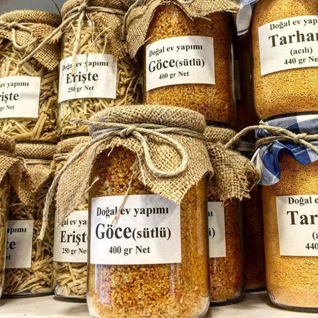 Göce tarhansi (a képen jobbra)