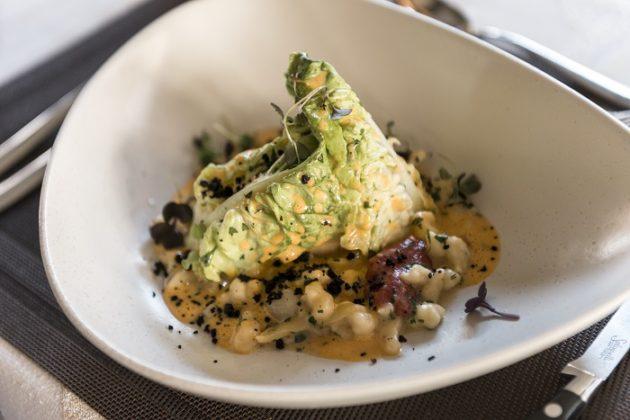 Falusi paprikás csirke, tojásos nokedli, ecetes saláta (Fotó: Dajka Gábor)