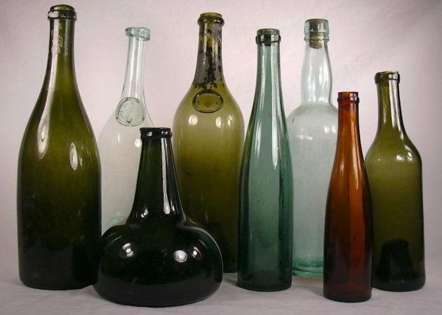 Az 1700-as évekből származó borospalackok
