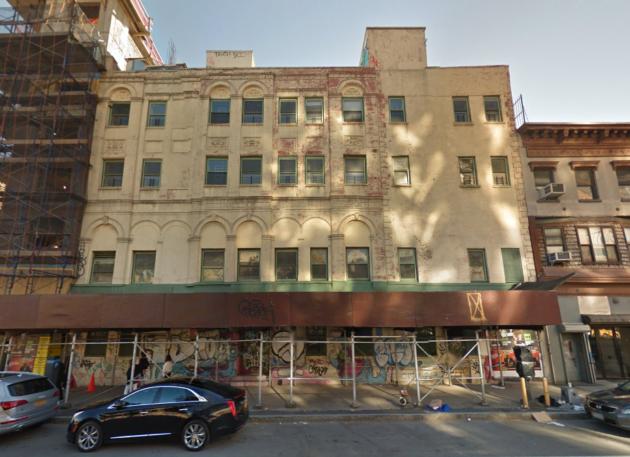 A nemrégiben lebontott, Houston Street 255 alatt álló épület.