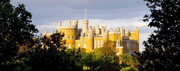 A romantikus, gótikus stílusban újjáépített Belvoir kastély, ahol az ötórai teák intézménye megszületett