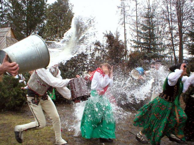 Śmigus-Dyngus - locsolkodás Lengyelországban