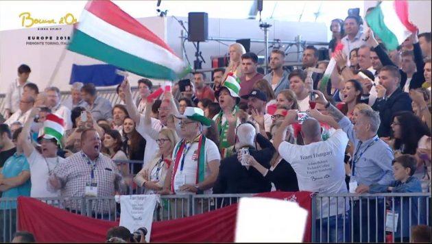 A magyar szurkolók. Balról a zászlótartó mellett Csapody Balázs, aki eddig is mindig vezérszurkolója volt a magyar csapatoknak. Ezúttal az ő emberei versenyeznek Európa legjobbjaival. (Fotó: facebook)