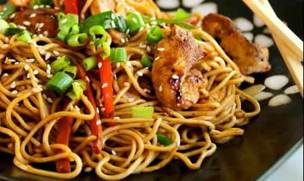Csirkés Chow Mein