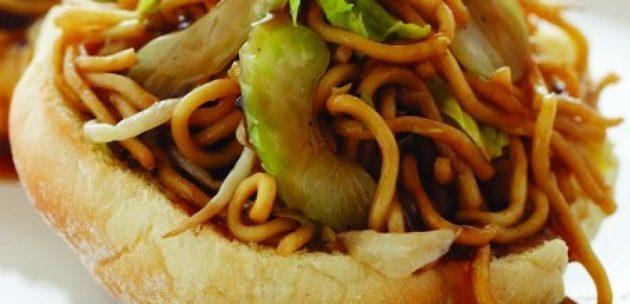 Chow Mein szendvics