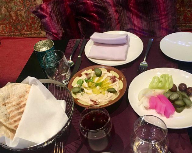 Az elkészült hummusz (Baalbek Étterem, Budapest, Buddha-Bar)