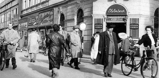 Élelmiszer bolt a Kárász és a Kölcsey utca sarkán, (Szeged, 1950-es évek)