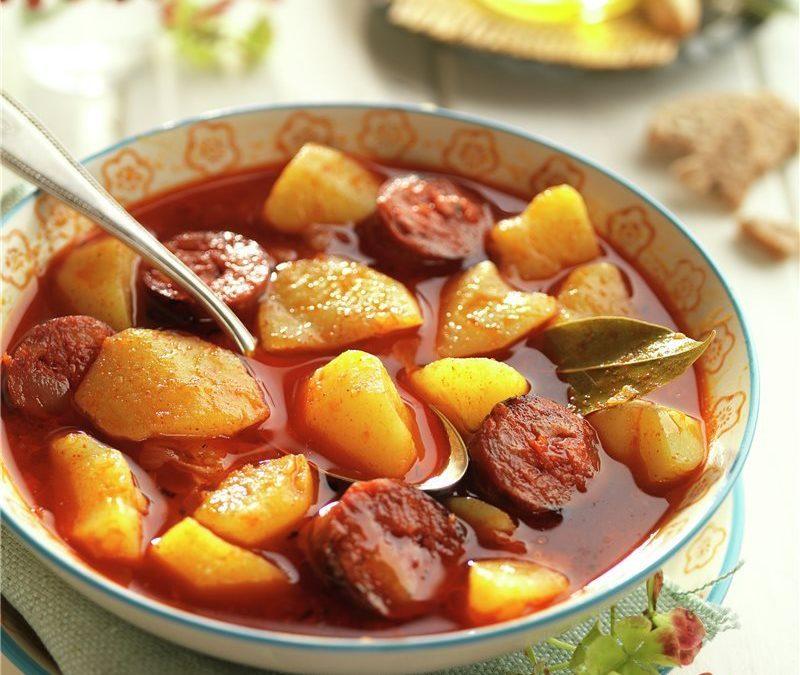 PAPRIKÁS KRUMPLI – spanyol vörösboros paprikás krumpli