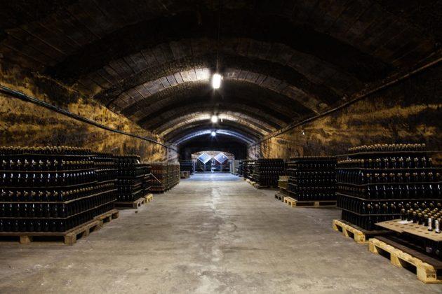 Több mit 100 éves pezsgőpince Budafokon (Garamvári)