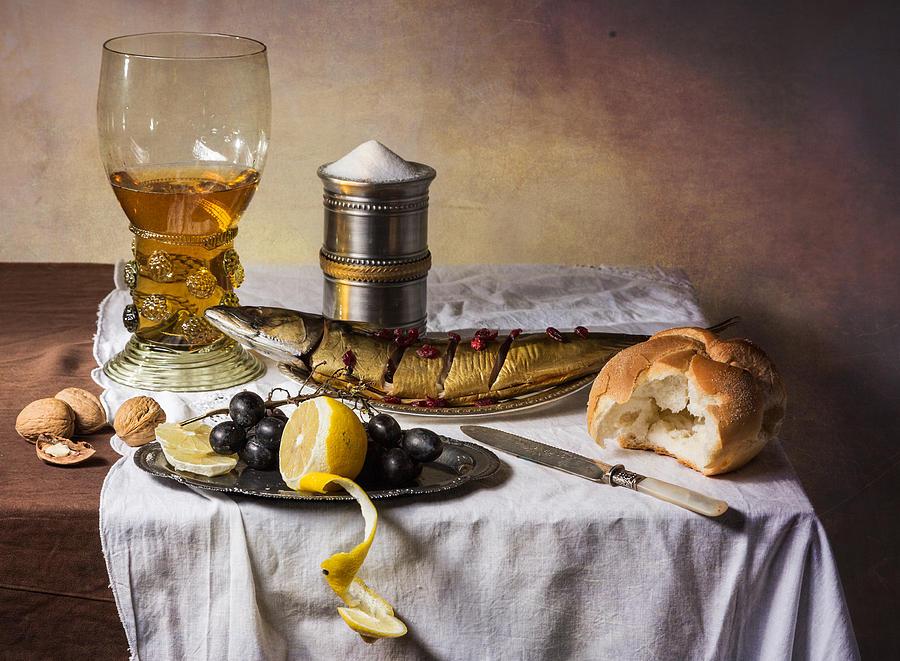 Csendélet hallal, kenyérrel, borral (Levin Rodriguez fotója)