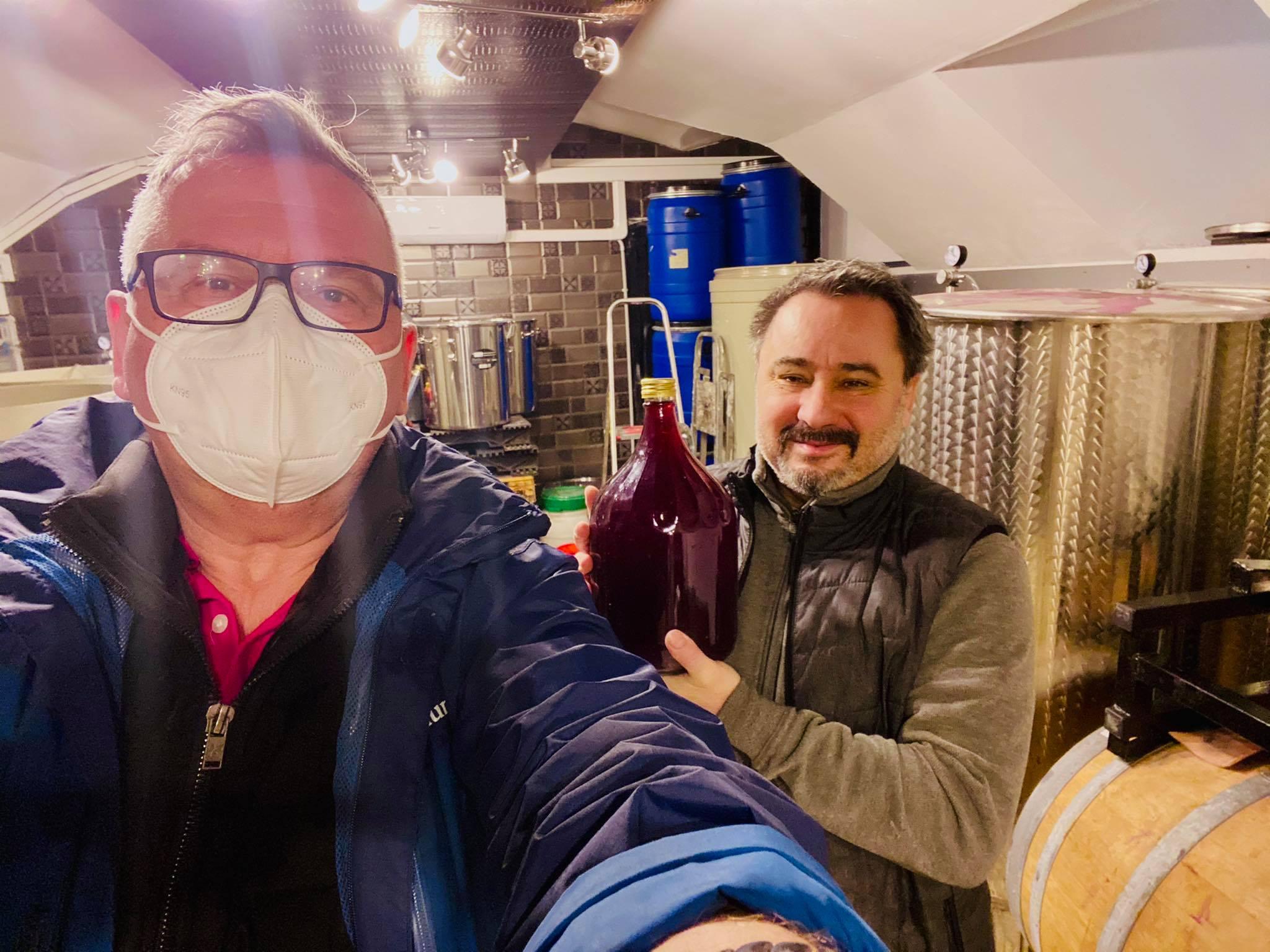 2020. decemberében Lesti Zoltán átadta az első pesti biobort. (Az könnyen felejtő utókor számára érdemes megjegyezni, hogy a maszkot nem élelmiszerhigiéniai okokból, hanem az éppen dúló koronavírus járvány [covid19] miatt vettem fel.)