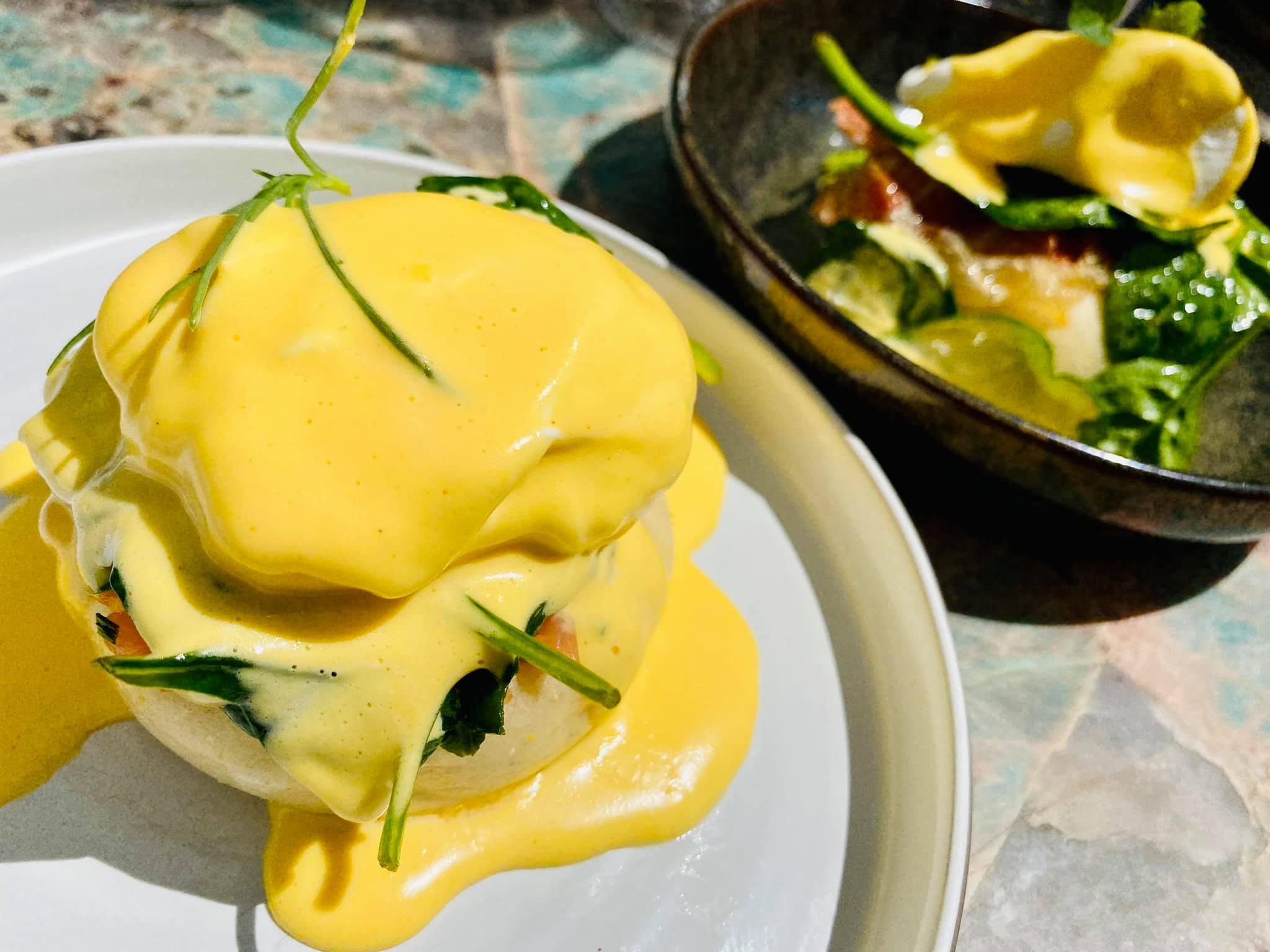 Eggs Benedict és Eggs Royale (Felix Kitchen&Bar)