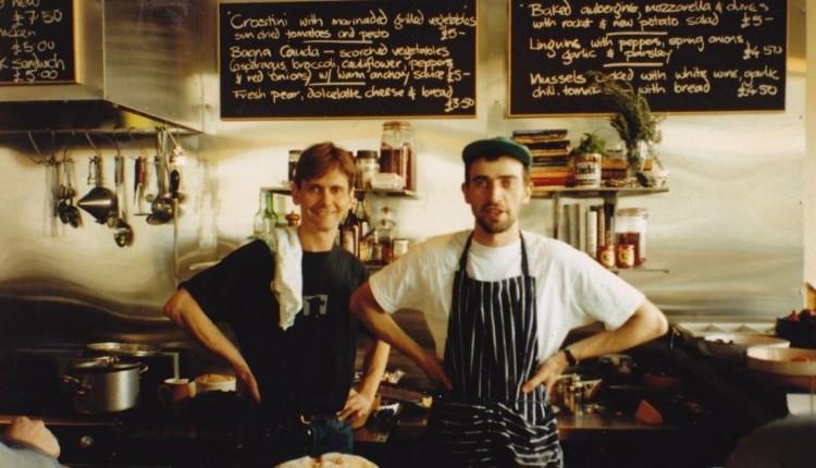 """A gastropub 1991-ben jelenik meg. """"Feltalálói"""" David Eyre és Mike Belben a londoni """"The Eagle"""" kocsma üzemeltetői."""