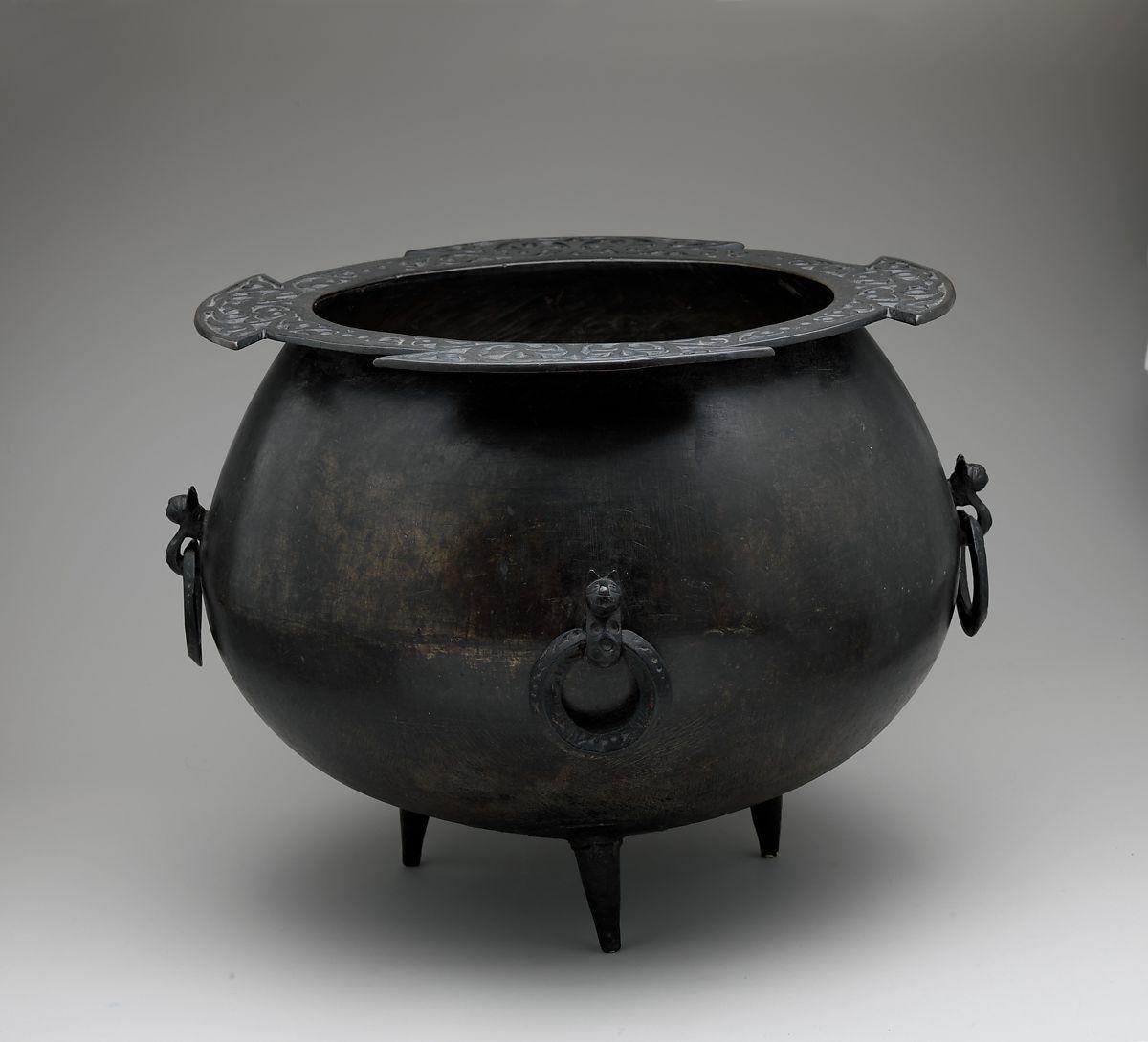 A 15. század közepéről, a Kaukázusból, Dagesztánból származó, rézötvözetből készült bogrács (Metropolitan Múzeum, NYC)