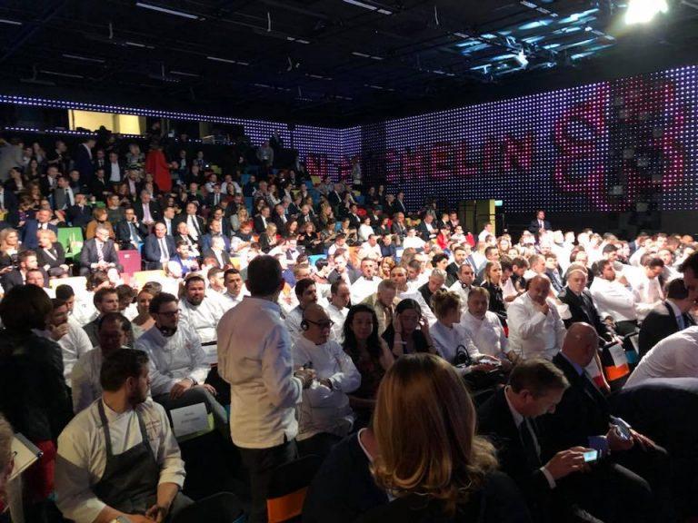 A Várkert Bazárban megrendezett március 26-ai Gálán közel száz Michelin-csillagos étterem séfje vett részt, s közülük is legalább huszonöt három Michelin csillagos étterem séfje volt.
